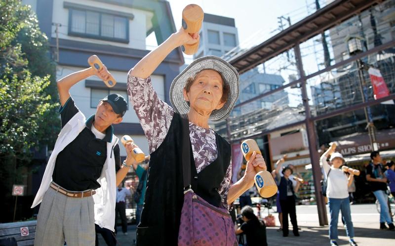 الصورة: مسنّون يتحدون الشيخوخة باللياقة في «يوم احترام الكبير»