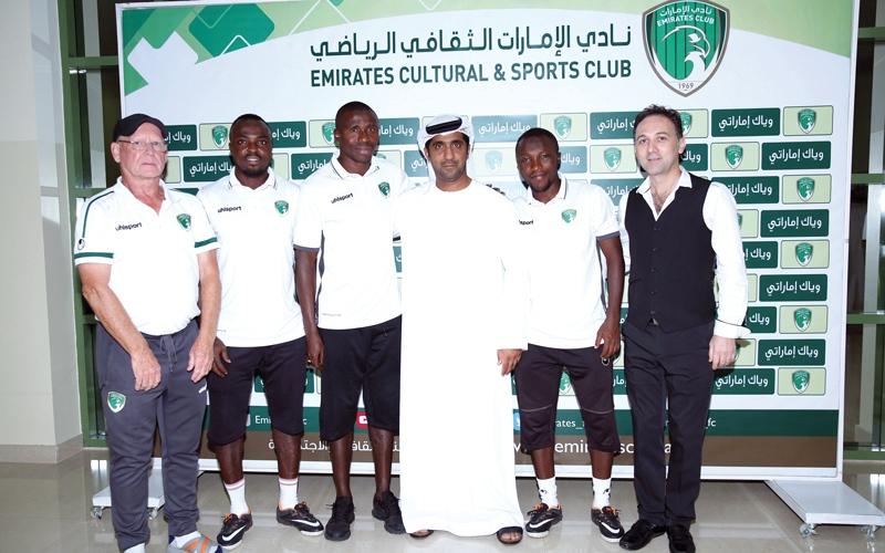 الصورة: اجتماع تنسيقي بمدربي المراحل السنّية في نادي الإمارات