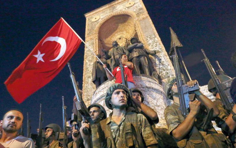 انقلاب العام الماضي مهّد لتحولات سياسية عميقة في تركيا.  رويترز