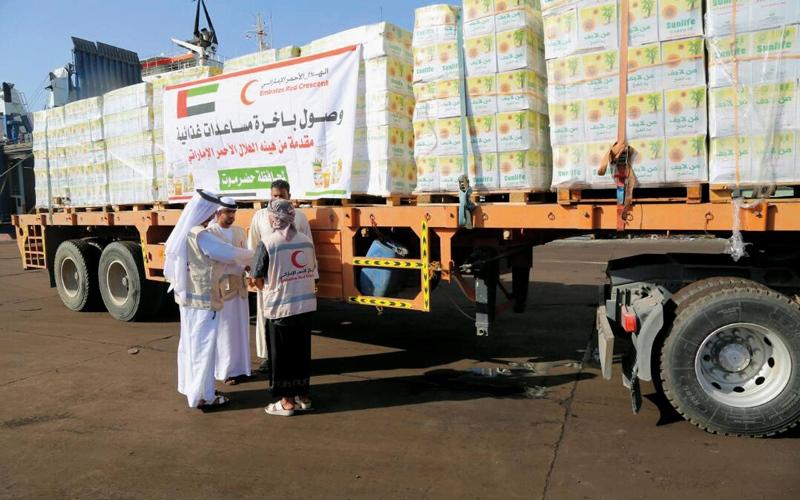 الصورة: مساعدات إغاثية من «الهلال» لأهالي مديرية دهر بشبوة