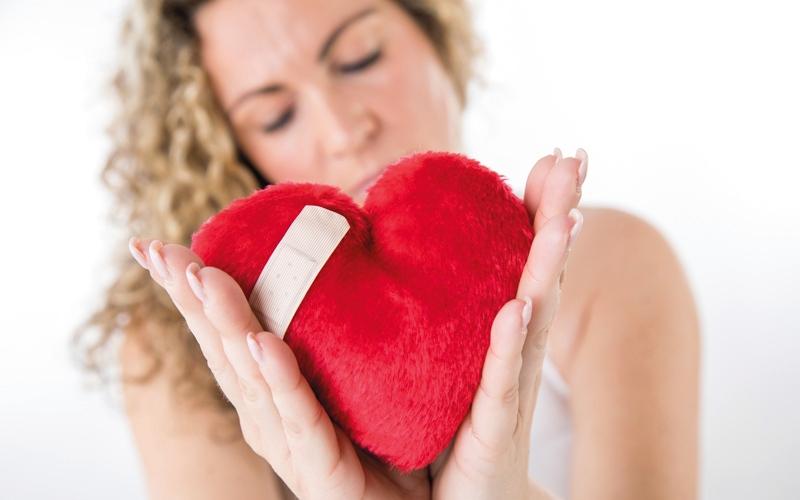 الصورة: أطباء يحذّرون من مخاطر «متلازمة القلب المكسور»