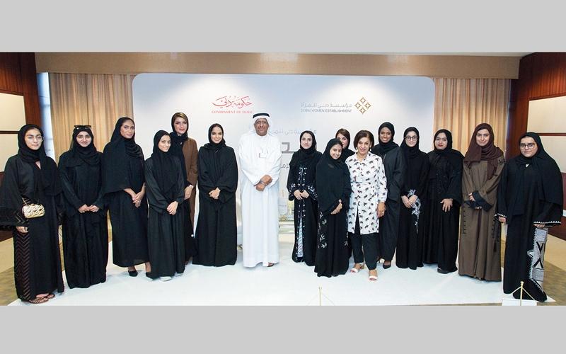 الصورة: «دبي للمرأة» تنظم جلسة لطالبات جامعة زايد مع الروائية الشابة دبي بالهول