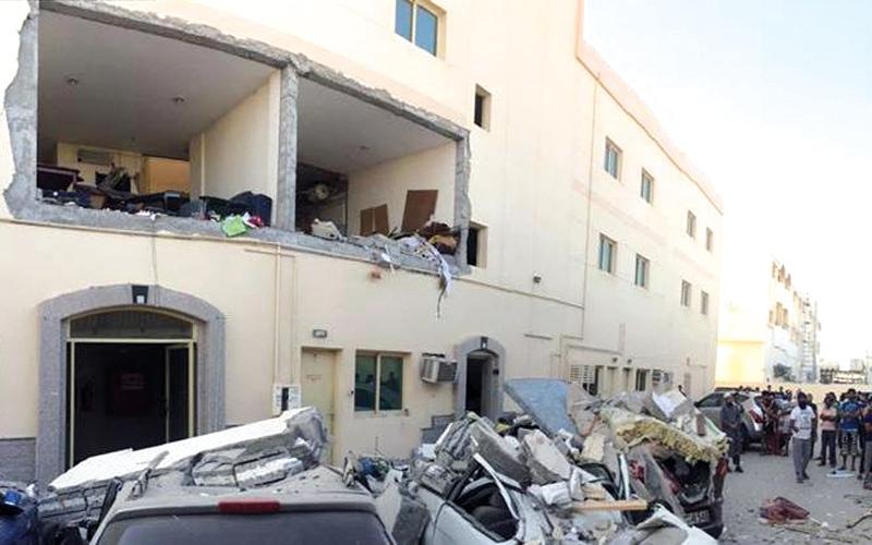 الصورة: إصابة شخص نتيجة فرقعة غاز بشقة في الشارقة