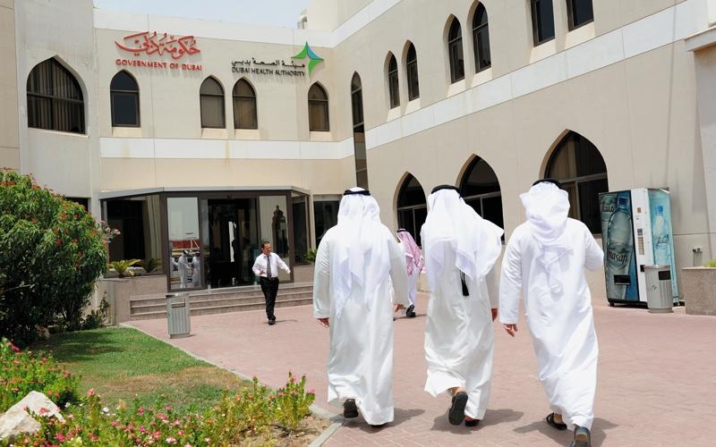 الصورة: «صحة دبي» تخالف 198 منشأة خاصة ومهنيين