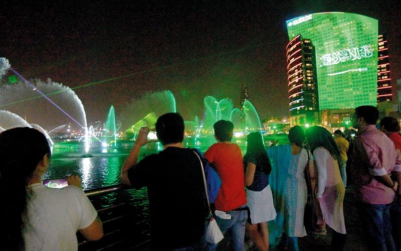 الصورة: أهازيج الفرح الإماراتية تحتفي باليوم الوطني السعودي