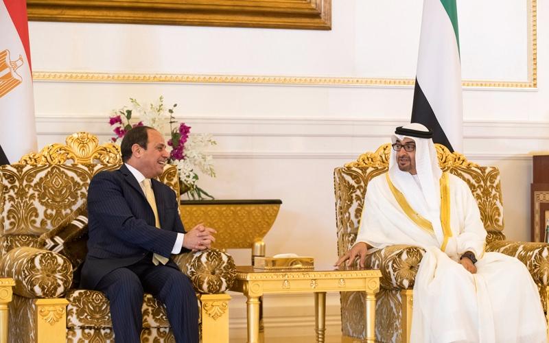 الصورة: محمد بن زايد يبحث مع الرئيس المصري تعزيز العلاقات الأخوية والقضايا الإقليمية والدولية
