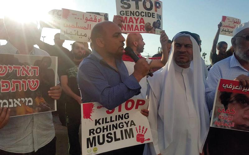 فلسطينيون يحتجون أمام سفارة ميانمار في تل أبيب على العنف ضد المسلمين.  أرشيفية
