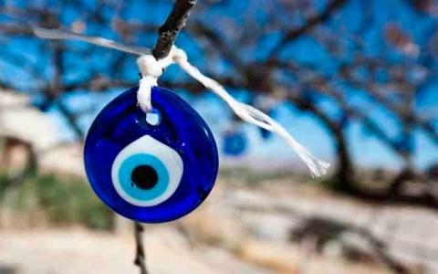 الصورة: الخرزة الزرقاء.. الخرافة التي اعترفت بها الـ«يونسكو»