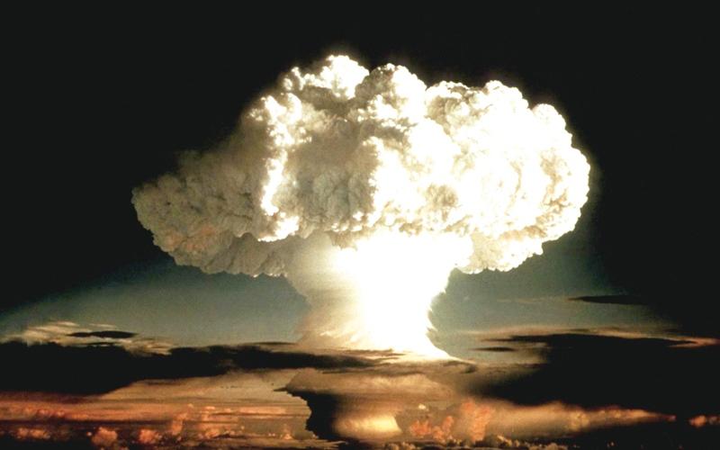 الصورة: تأثيرات كارثية في الحياة جراء  تفجير قنبلة هيدروجينية  في المحيط الهادي