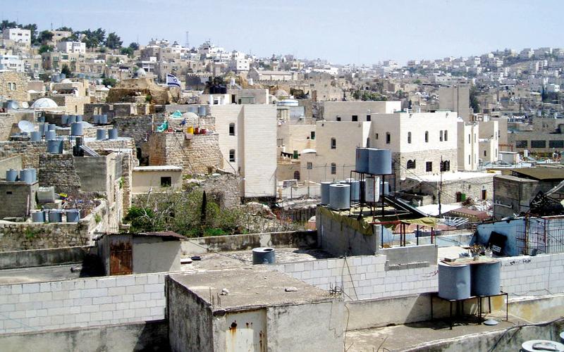 تجمعات استيطانية في قلب البلدة القديمة بالخليل  وهو ما يسمى بالحي اليهودي. الإمارات اليوم