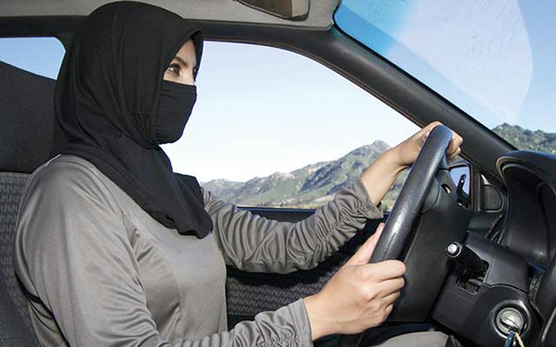دلالات السماح للمرأة بقيادة  السيارات في السعودية