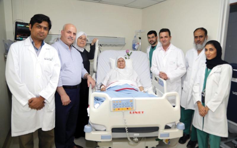 الصورة: مستشفى راشد ينقذ «سبعينية» أصيبت بسكتة دماغية حادة