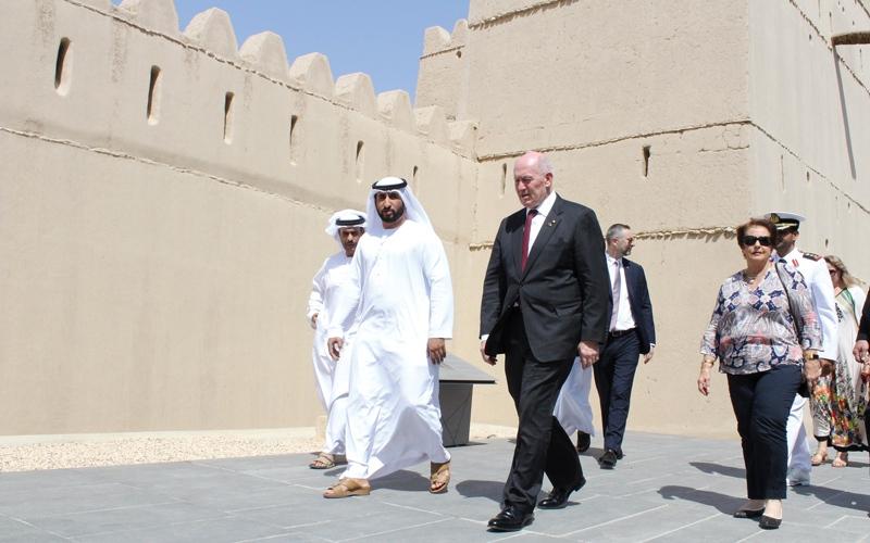 الصورة: حاكم عام أستراليا يزور قصر المويجعي في العين