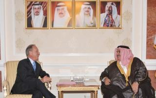 الصورة: وزير خارجية البحرين يشرح أزمة قطر لمبعوث الرئيس الفرنسي