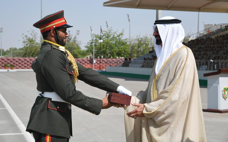البواردي يشهد حفل تخريج دورة ضباط الخدمة الوطنية الثانية بكلية «زايد العسكرية»