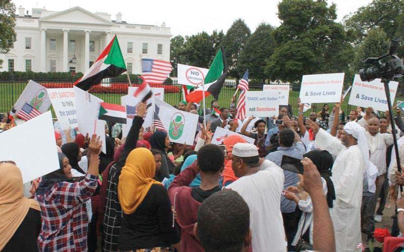 الصورة: أميركا تكافئ السودان على سلوكه.. وتَعِده بالمزيد من «الجزرات»