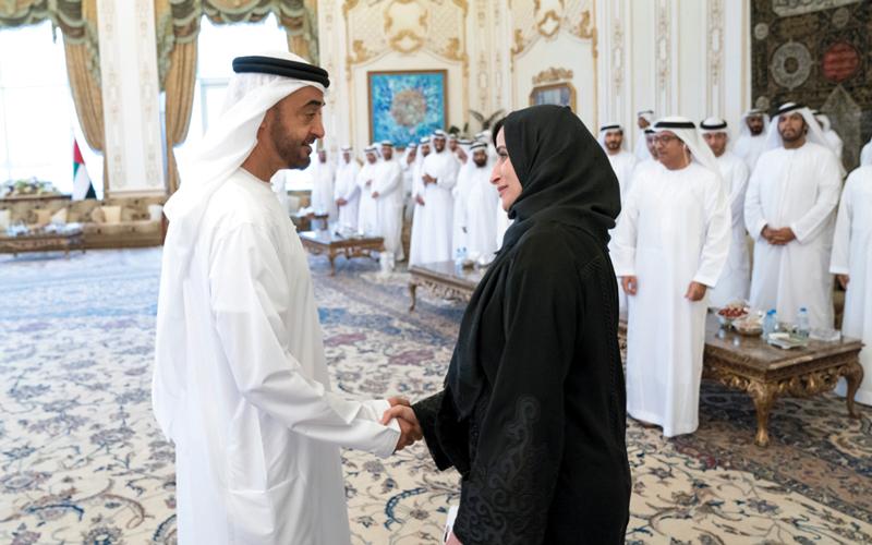 محمد بن زايد: القيادة والحكومة والشعب يؤمنون برسالة المعلّم