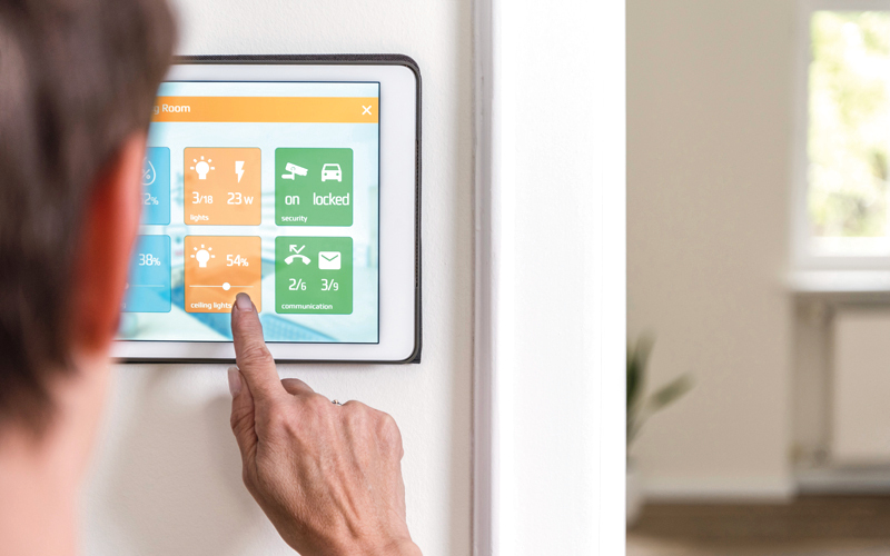 «المنازل الذكية» تعتمد بشكل رئيس على التواصل بين الأجهزة المنزلية عبر شبكة الإنترنت. أرشيفية