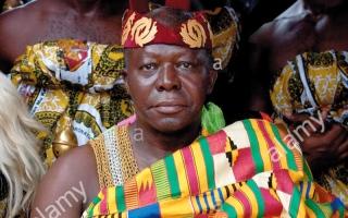 الصورة: ملك غانا «يغسل العملة» في بريطانيا