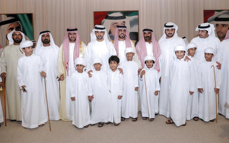 الصورة: ولي عهد دبي يحضر أفراح الهاجري والحربي