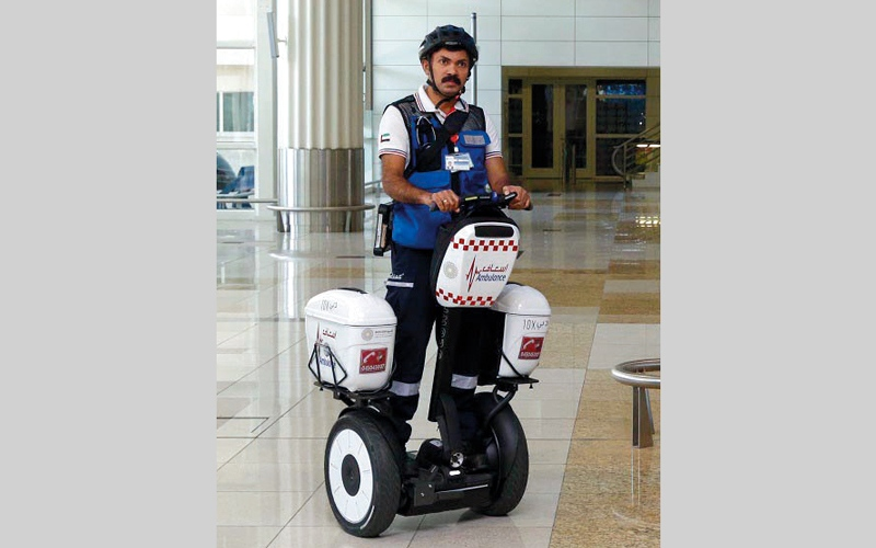 الصورة: «إسعاف دبي» تطلق خدمة «السيجوي» في مطارات دبي