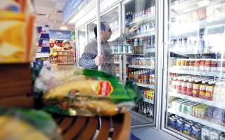 «متاجر محطات الوقود» تبيع سلع «الانتقائية» بزيادات تفوق منافذ البيع و«التعاونيات»