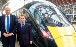الصورة: وزير المواصلات البريطاني يشعر بالحرج خلال تدشين قطار سريع