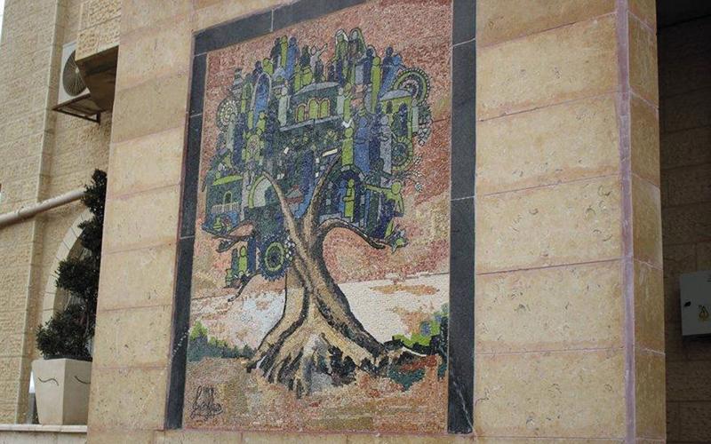 جدارية من الفسيفساء أنتجتها نسوة جمعية «نويعمة».  الإمارات اليوم