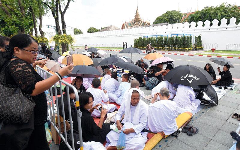 التايلانديون يشيّعون ملكهم الراحل بوميبون أدولياديج