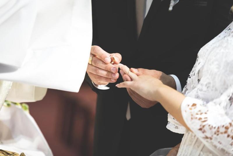 018d094d8 عريس خليجي يقاضي ضيفاً أهداه هدية بسيطة في زفافه! - الإمارات اليوم