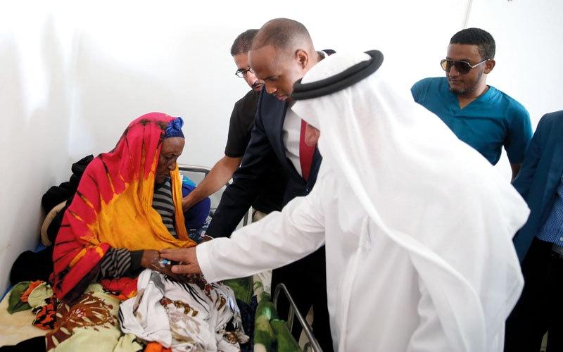 الصورة: «الهلال الأحمر» تنقل مصابي تفجير الصومال إلى كينيا للعلاج