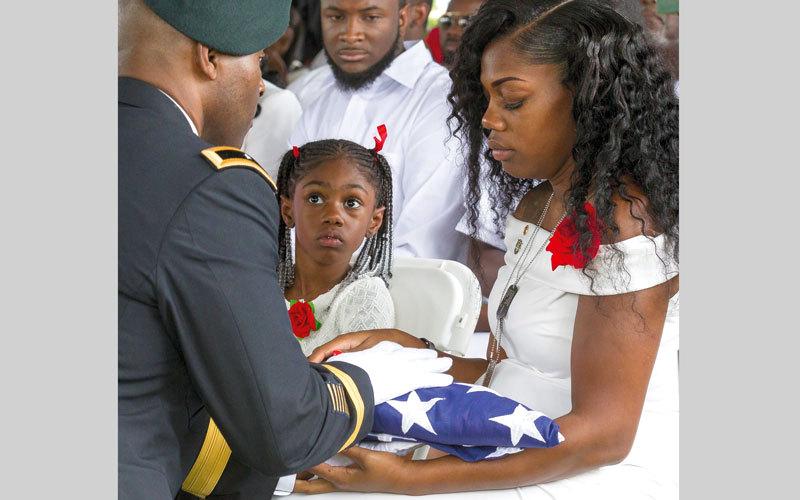 أرملة الجندي قالت إنها طلبت مشاهدة زوجها لكنهم لم يسمحوا لها. أ.ب