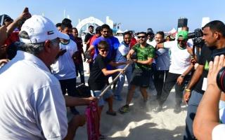 الصورة: منصور بن محمد يشهد فعاليات «تحدي دبي» في «كايت بيتش»