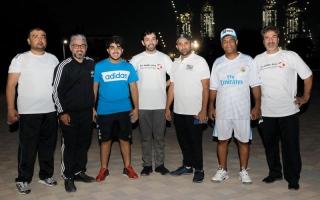الصورة: موظفو ورشة حكومة دبي يشاركون في «لنمش معاً»