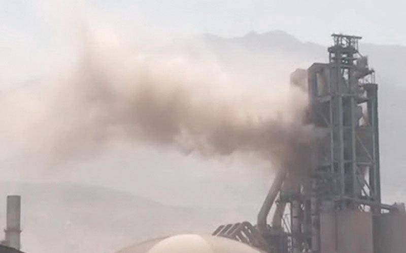 الصورة: «بيئة رأس الخيمة» حقق في تسرب غبار  من مصنع إسمنت