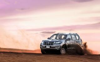 الصورة: «نظام الزحف».. يمنح «تويوتا برادو 2018» القدرة على تحدي التضاريس الصحراوية
