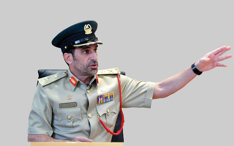 بالفيديو.. قائد شرطة دبي.. 26 عاماً مـــن العمل الميداني توجت بمكالمة محمد بـن راشد