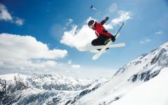 الصورة: 5 وجهات قريبة من دبي لممارسة التزلج على الجليد وتسلق الجبال