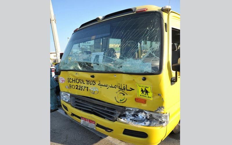 الصورة: تصادم بين حافلتين مدرسيتين دون إصابات في أبوظبي
