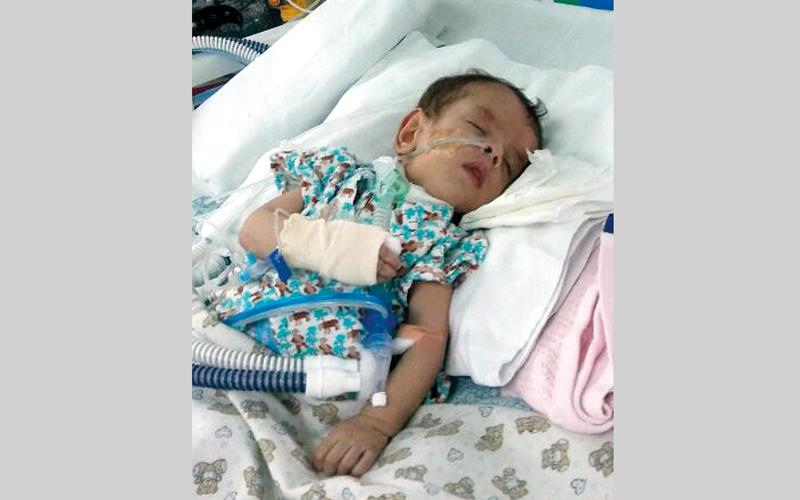 الطفل «محمد» يعاني مشكلات صحية رافقته منذ ولادته. من المصدر