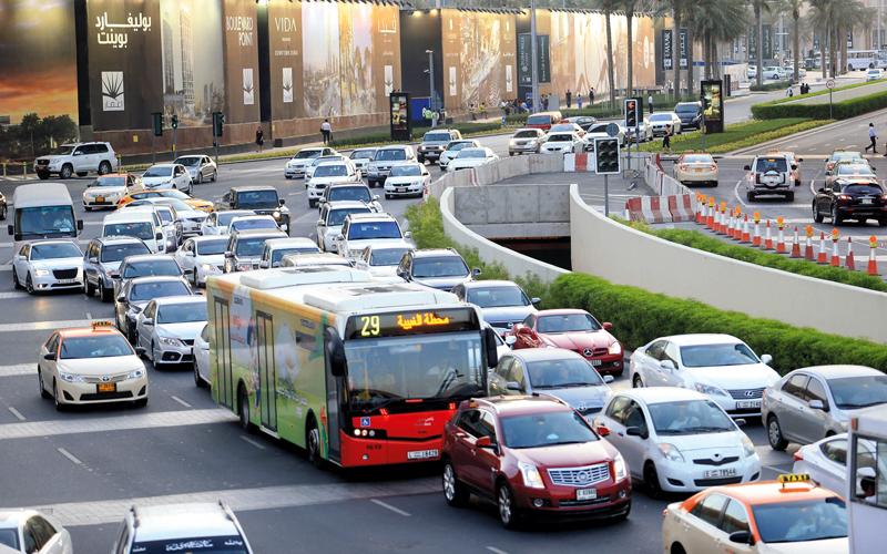 «طرق دبي» ترصد أي تجاوزات لسائقي الحافلات عن بُعد. تصوير: باتريك كاستيلو