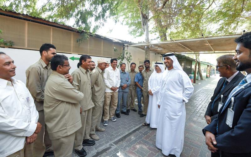 موظفو الحديقة يودّعونها للمرة الأخيرة. الإمارات اليوم