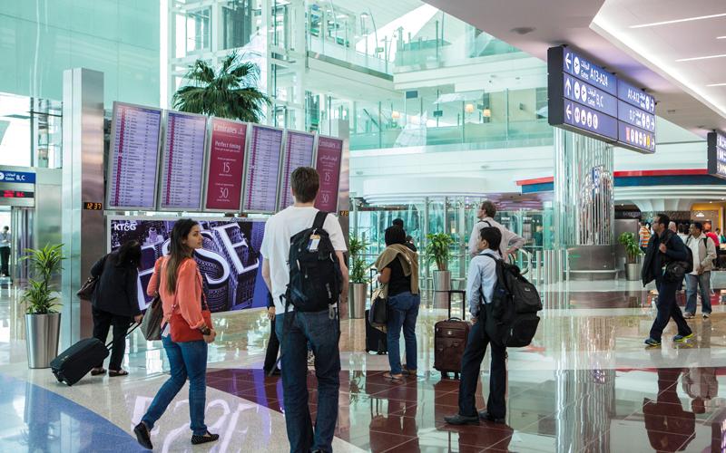 «طيران الإمارات» نقلت 29.2 مليون راكب، بنمو نسبته 4%. تصوير: أحمد عرديتي
