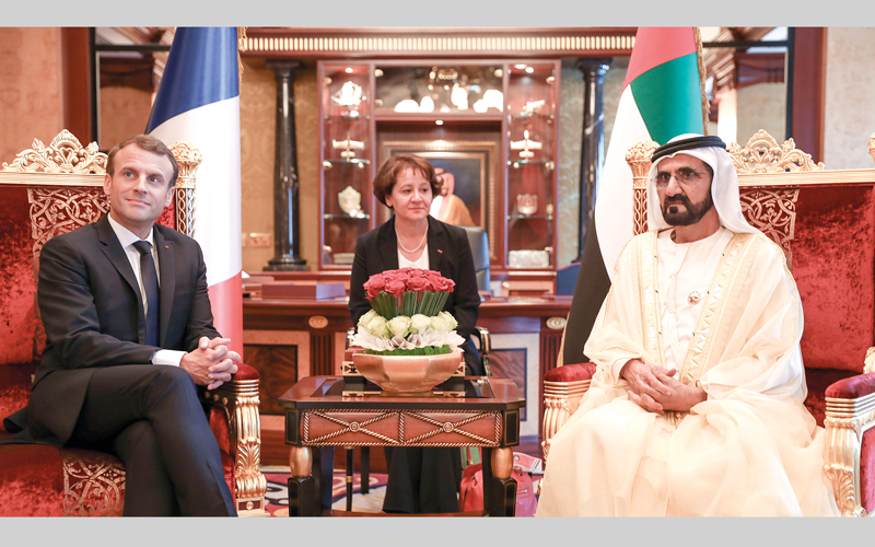 محمد بن راشد تبادل الحديث مع ماكرون حول العلاقات الثنائية بين البلدين. وام