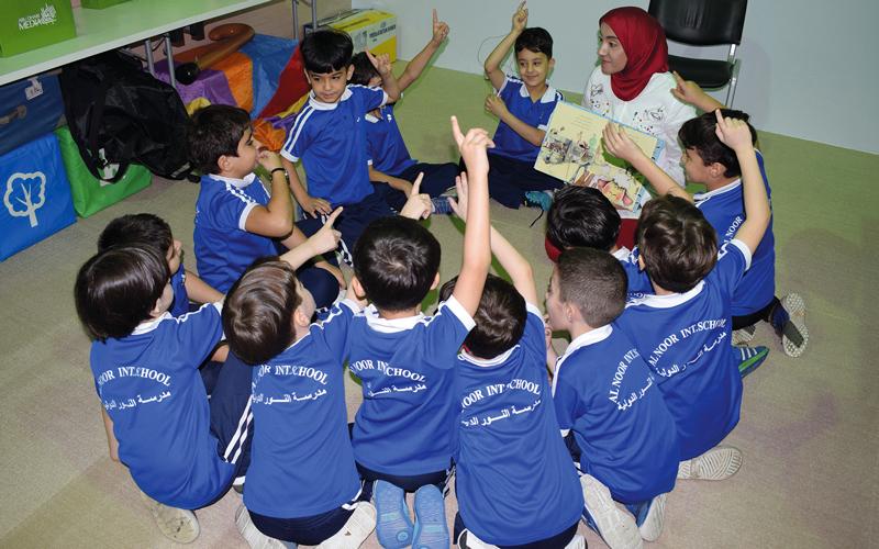 قدمت الورشة مروة حسين أمينة مكتبة مركز الجليلة.  من المصدر