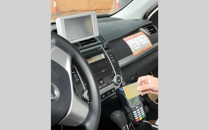 الهيئة: آلية لتنفيذ الحملات الإعلامية لتعريف المتعاملين بقنوات الدفع في مركبات الأجرة.  أرشيفية