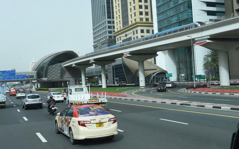«طرق دبي» تضيف «الإكرامية» إلى أجهزة الدفع الذكي بمركبات الأجرة