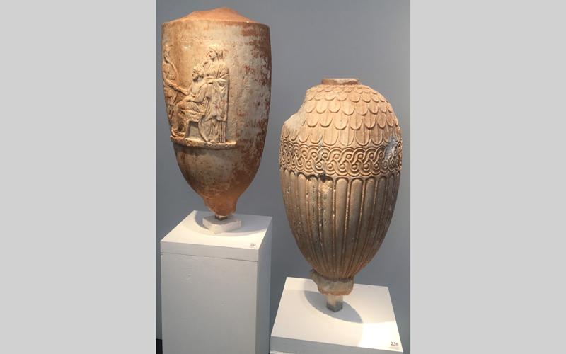 القطع الأثرية تعود إلى مختلف العصور التاريخية. من المصدر