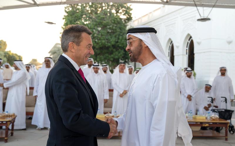 محمد بن زايد خلال استقباله الوزراء المشاركين في «أديبك 2017». وام