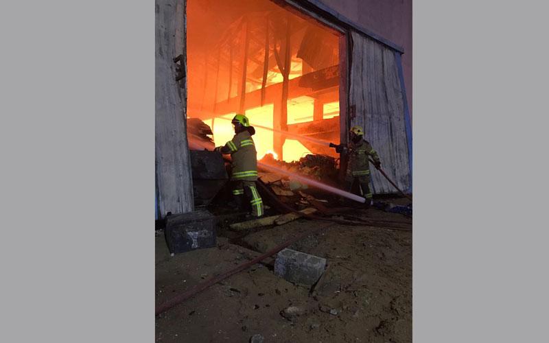 السيطرة على حريق متطور في عجمان